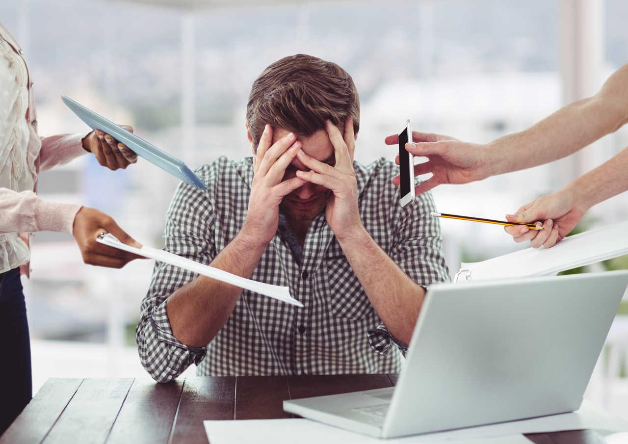 Stress da lavoro: cause, sintomi e rimedi
