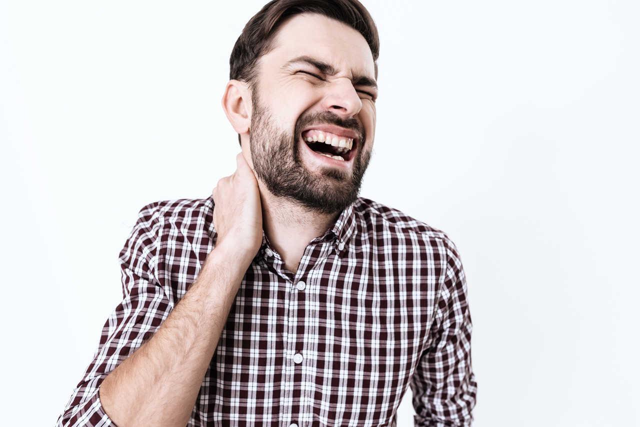 Colpo di frusta cervicale: sintomi e cura
