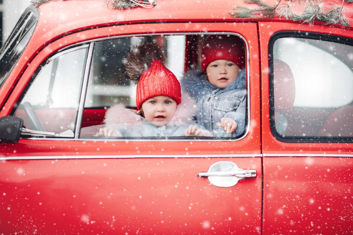 Cosa comporta trasportare i bambini in auto senza seggiolino