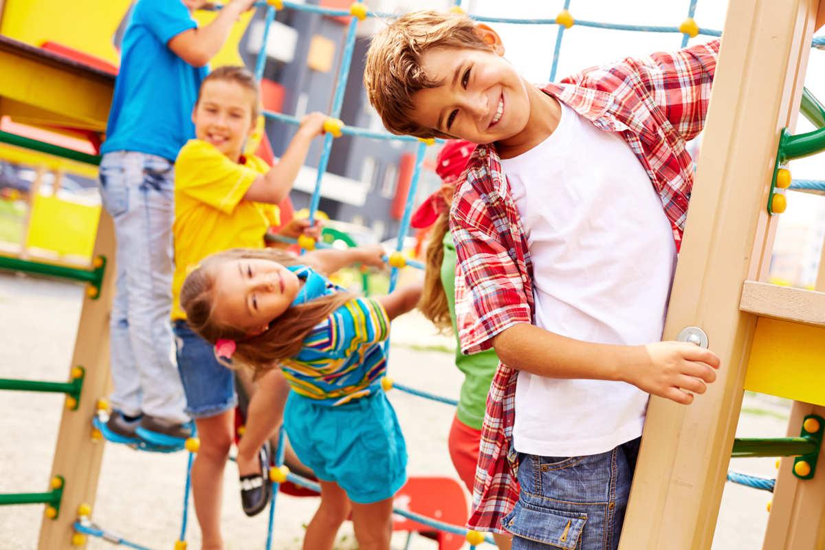 Giochi all'aperto per bambini: idee per divertirsi imparando